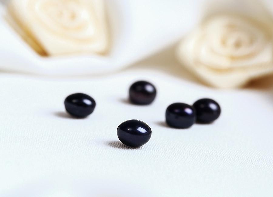 Ngọc trai đen đầy mê hoặc.