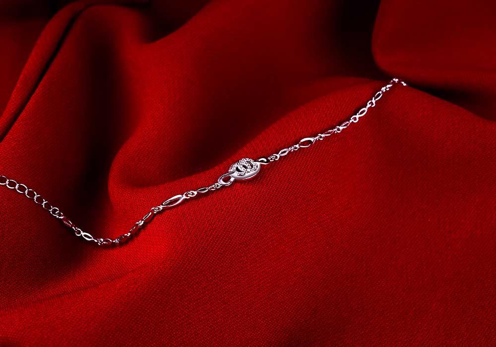 Lắc tay bạc Be Happy đẹp rạng rỡ và nổi bật giúp bạn gái thêm phần tự tin.