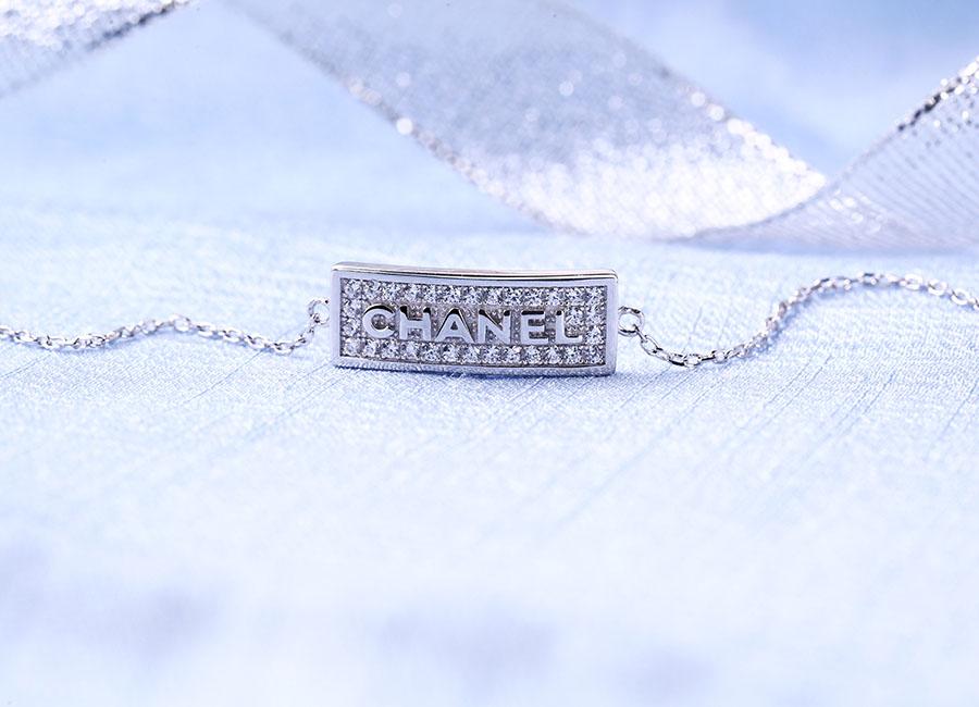 Lắc tay bạc Chanel Pro tự tin đồng hành cùng bạn.