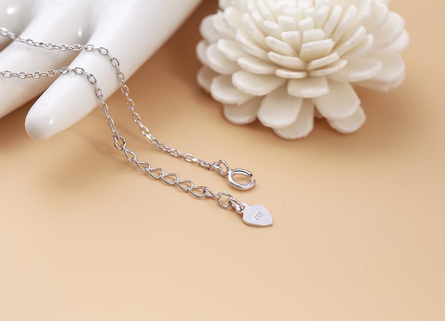 Mẫu trang sức bạc mang thương hiệu Eropi có vẻ đẹp đặc biệt.