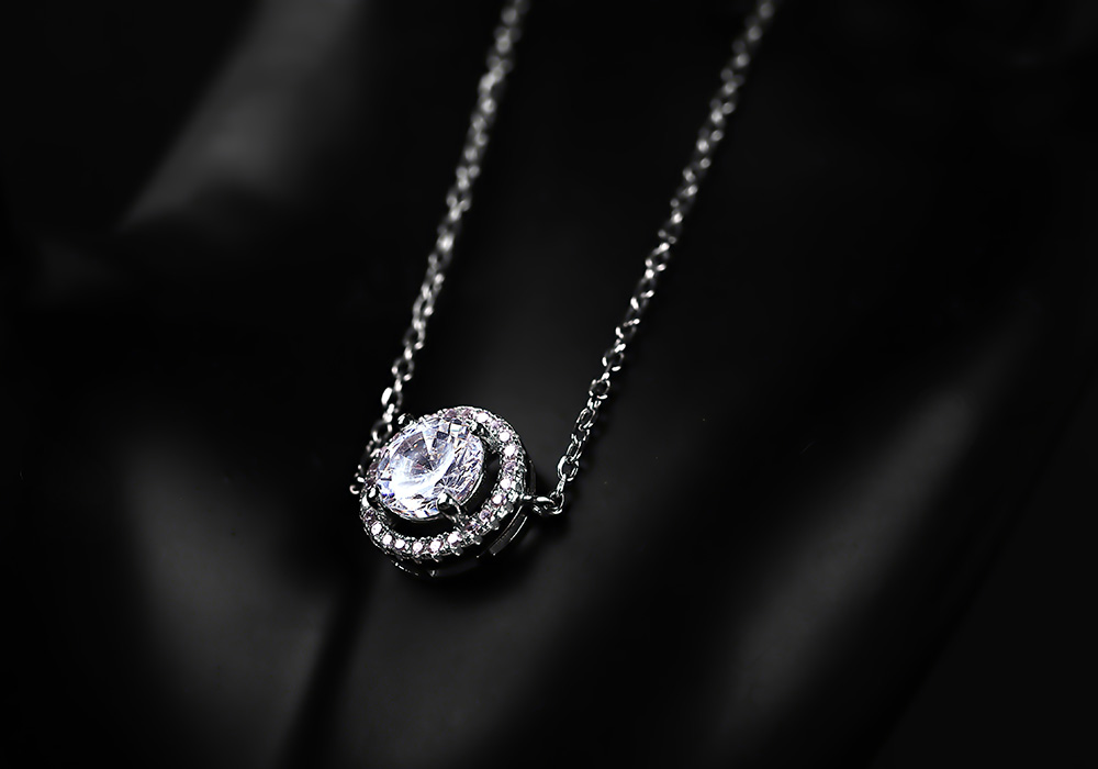 Lắc tay bạc Love Glance mạng đến hơi thở mới cho người đẹp.
