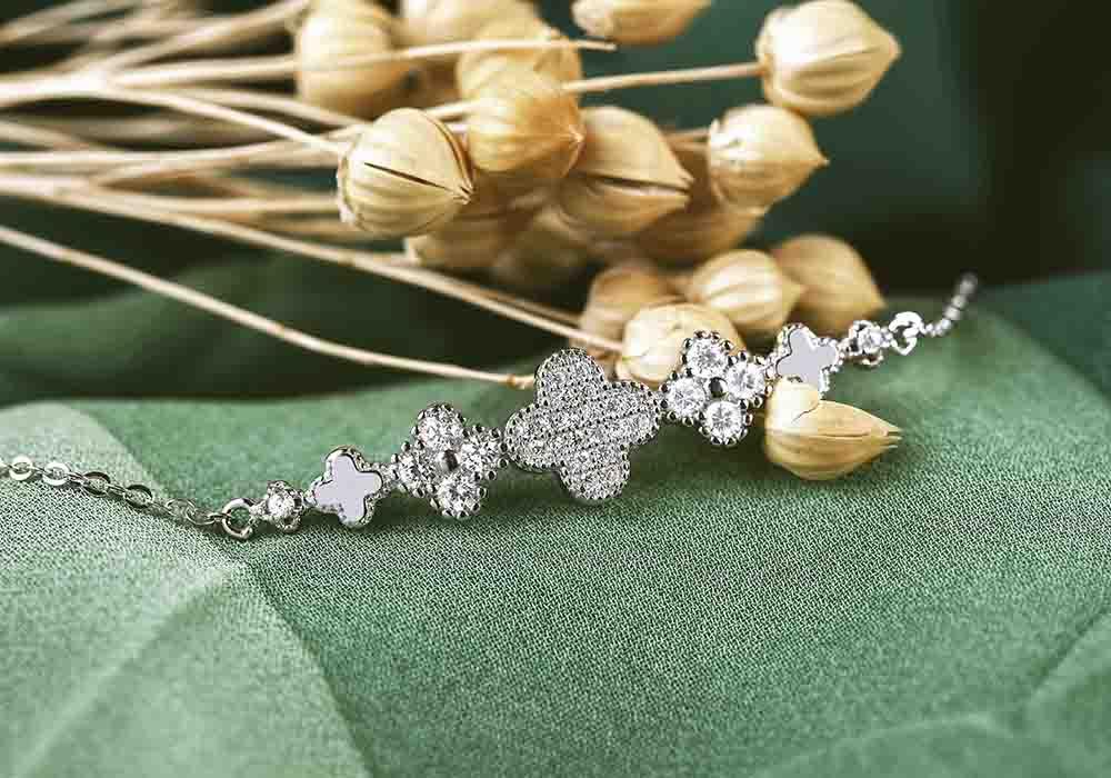 Lắc tay bạc Lucky Flower hàm chứa ý nghĩa may mắn
