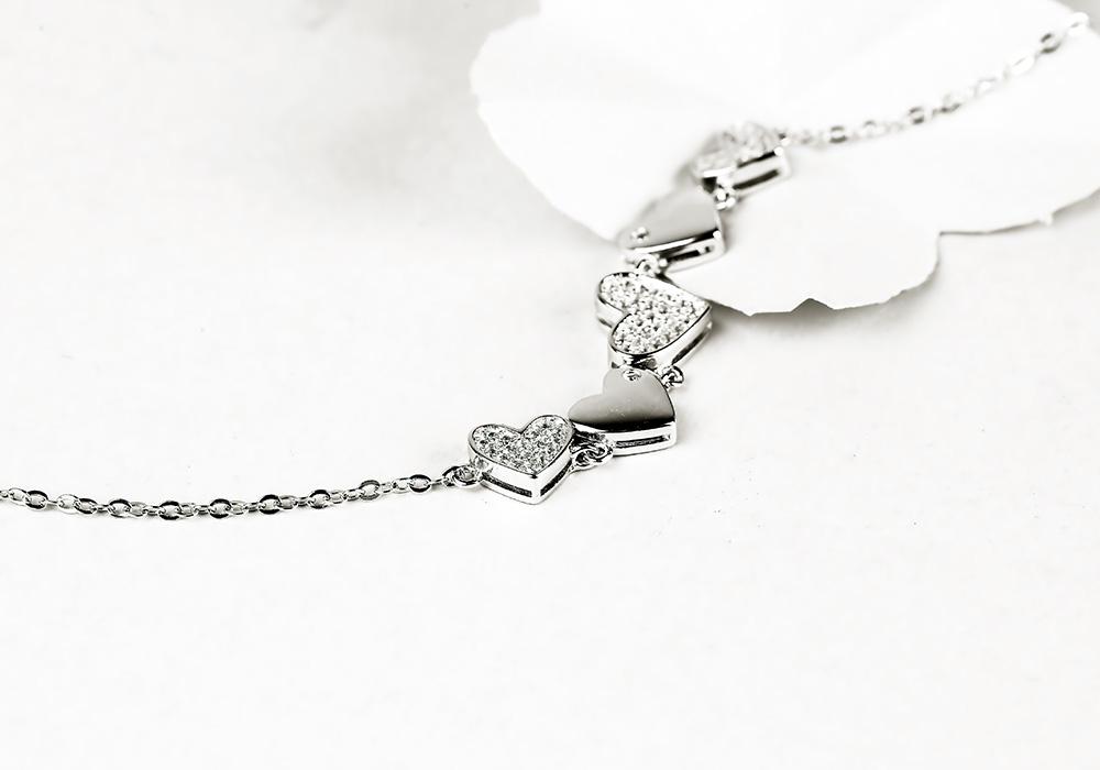 Lắc tay bạc String Heart thiết kế tinh tế, hấp dẫn mọi ánh nhìn.