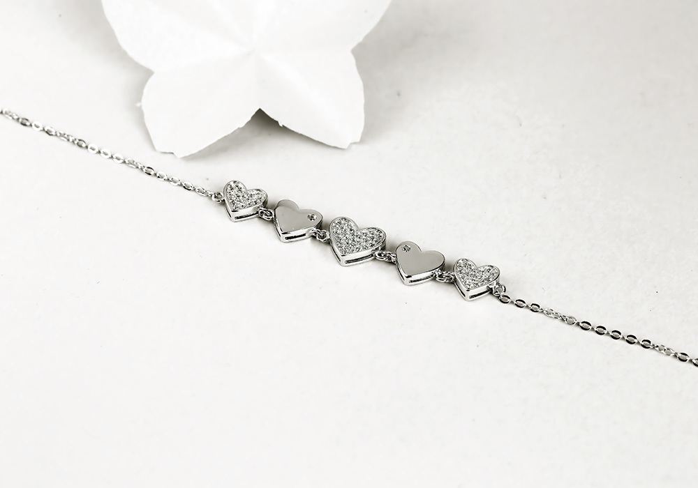 Lắc tay bạc String Heart tôn vinh vẻ đẹp Việt.
