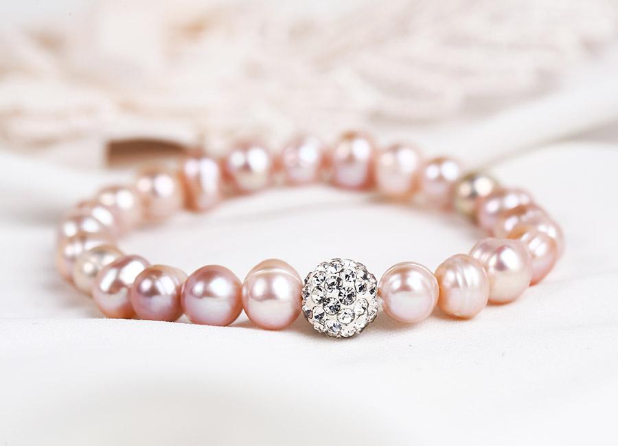 Cận cảnh chiếc vòng tay ngọc trai Pink Pearl.