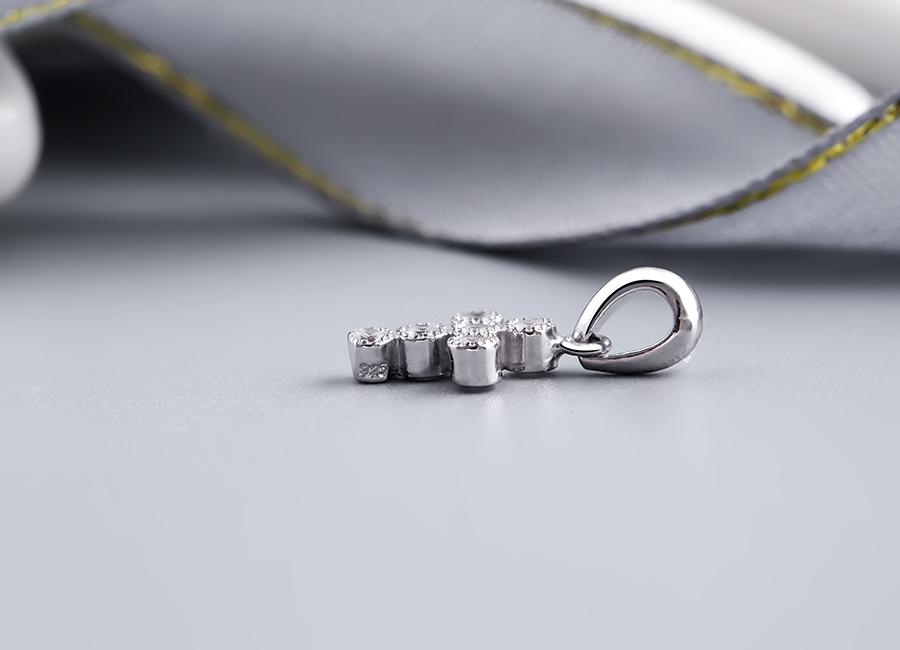 Chất liệu bạc Ý 925 được sử dụng với độ bền và an toàn tối đa.