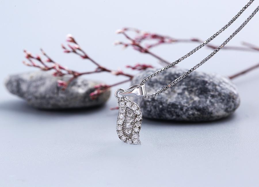 Mặt dây chuyền bạc Simply Leaf khiến mọi bạn gái đều yêu thích.