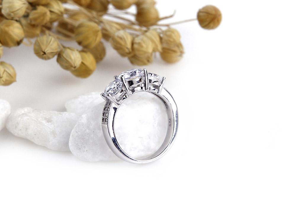 Chiếc nhẫn mang kết cấu truyền thống