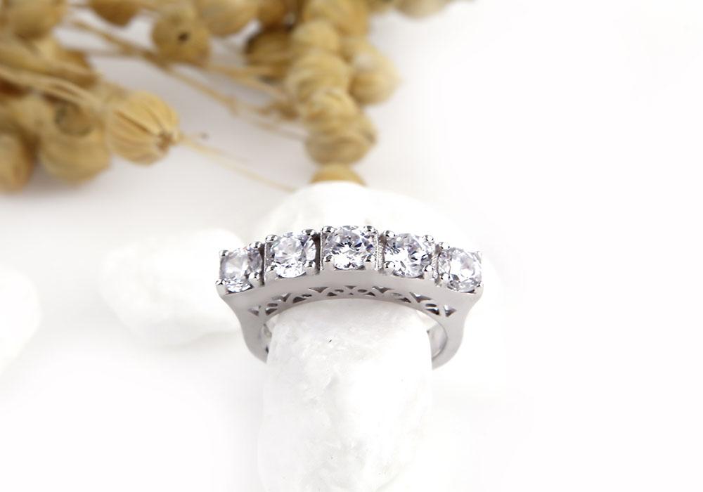 Nhẫn bạc Line Love với tạo hình độc đáo