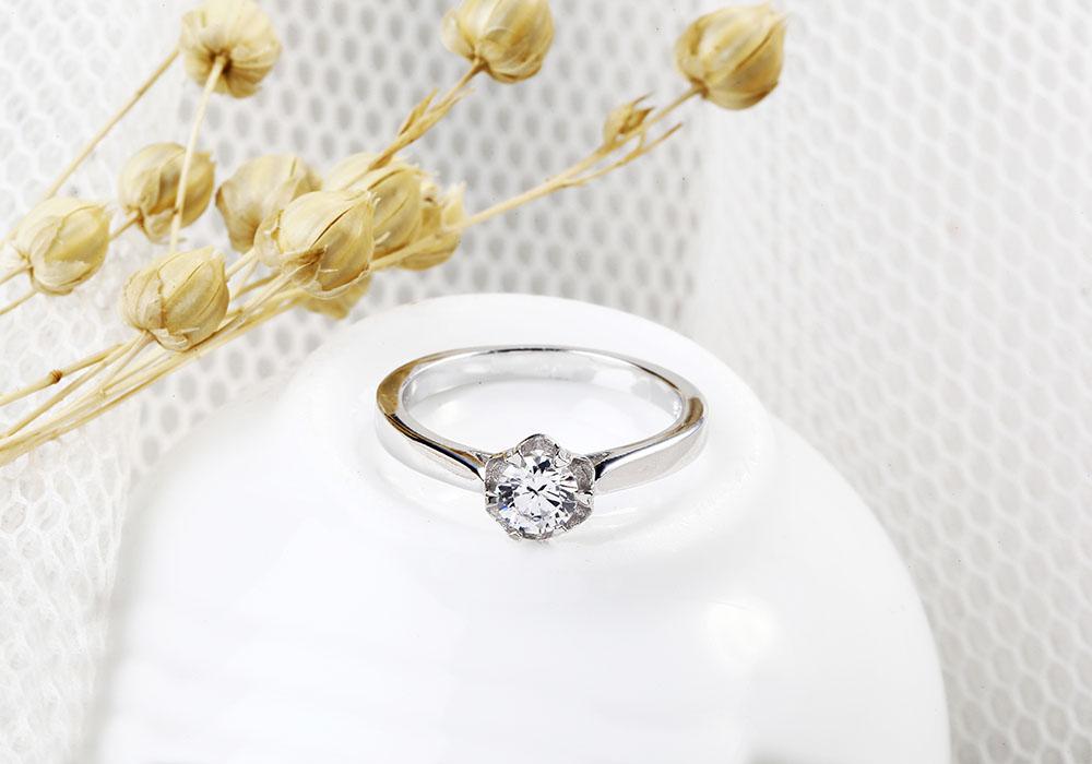 Nhẫn bạc New Light mang dáng dấp cổ điển.