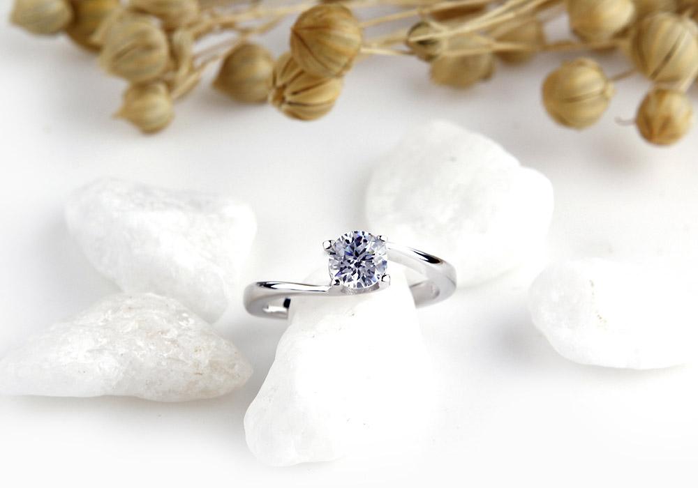 Mẫu trang sức bạc sở hữu đường nét thiết kế thanh mảnh