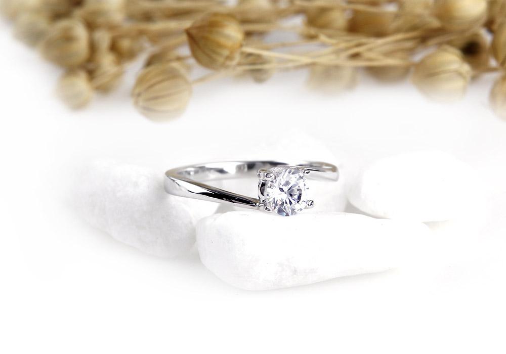 Nhẫn bạc Unique 1 cuốn hút đầy lấp lánh
