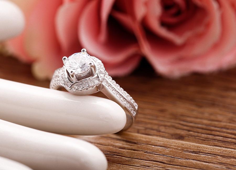 Mặt nhẫn với vẻ đẹp kiều diễm.