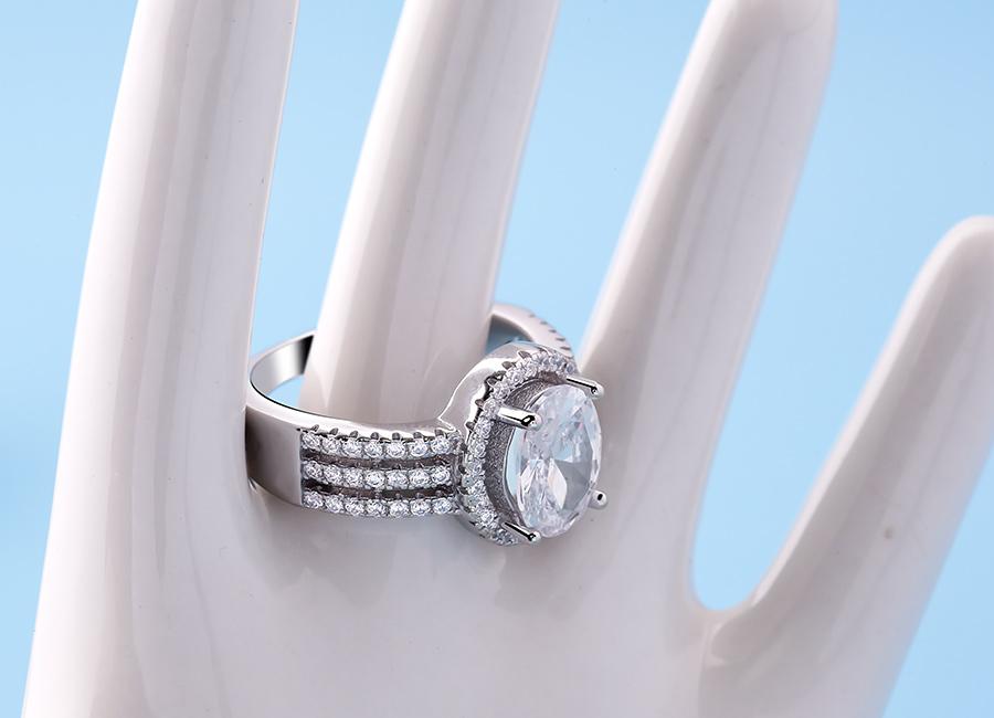 Vẻ đẹp không tì vết của nhẫn bạc Edgar.