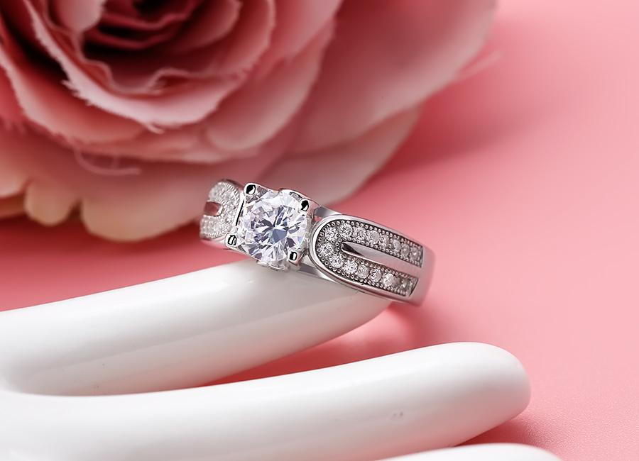 Nhẫn bạc Impressive ấn tượng với thiết kế hiện đại.