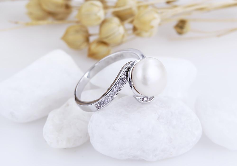 Xinh tươi và rạng ngời bước đi với sản phẩm từ Eropi Jewelry.