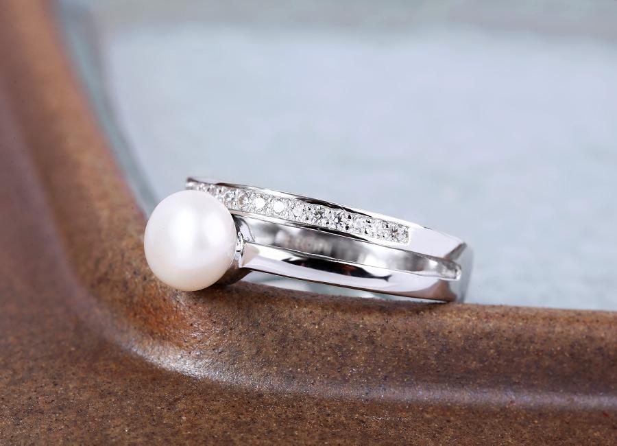 Nhẫn bạc Shining Pearl mang đến vẻ đẹp tinh tế, sang trọng.