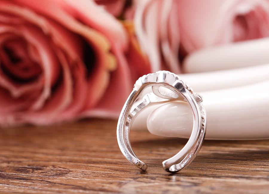Thân nhẫn tròn, kiểu dáng free size.