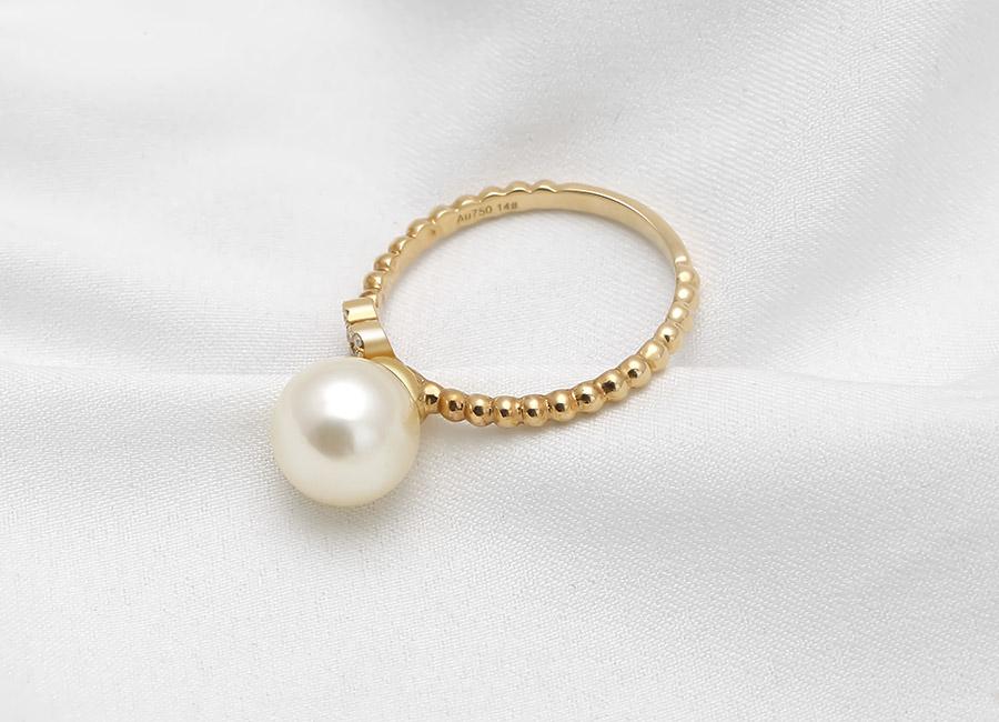 Không có điều gì tuyệt vời hơn khi được sở hữu nhẫn vàng 18k Princesse Pearl mang chất riêng – chất quý tộc và đẳng cấp.