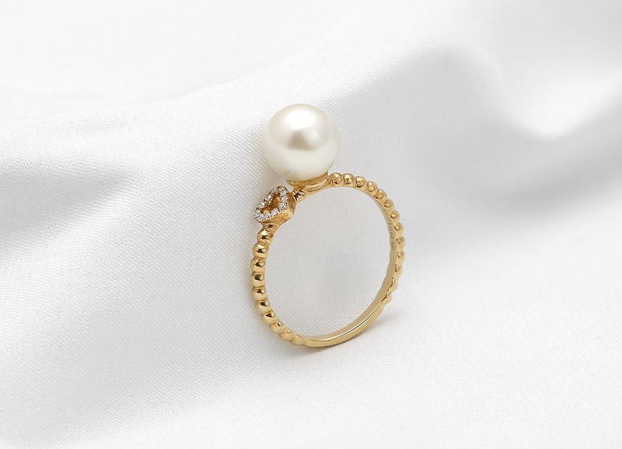 Đẳng cấp, sang trọng và quý phái đó chính là nhưng từ dành cho nhẫn vàng 18k Princesse Pearl khiến bao người say đắm.