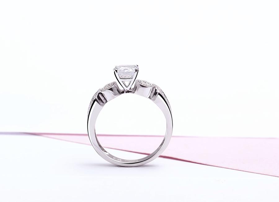 Mẫu nhẫn bạc đơn giản, nhẹ nhàng bước vào tim bạn.