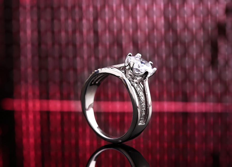 Nhẫn đá nhô – phong cách nhẫn hấp dẫn mọi thời đại.