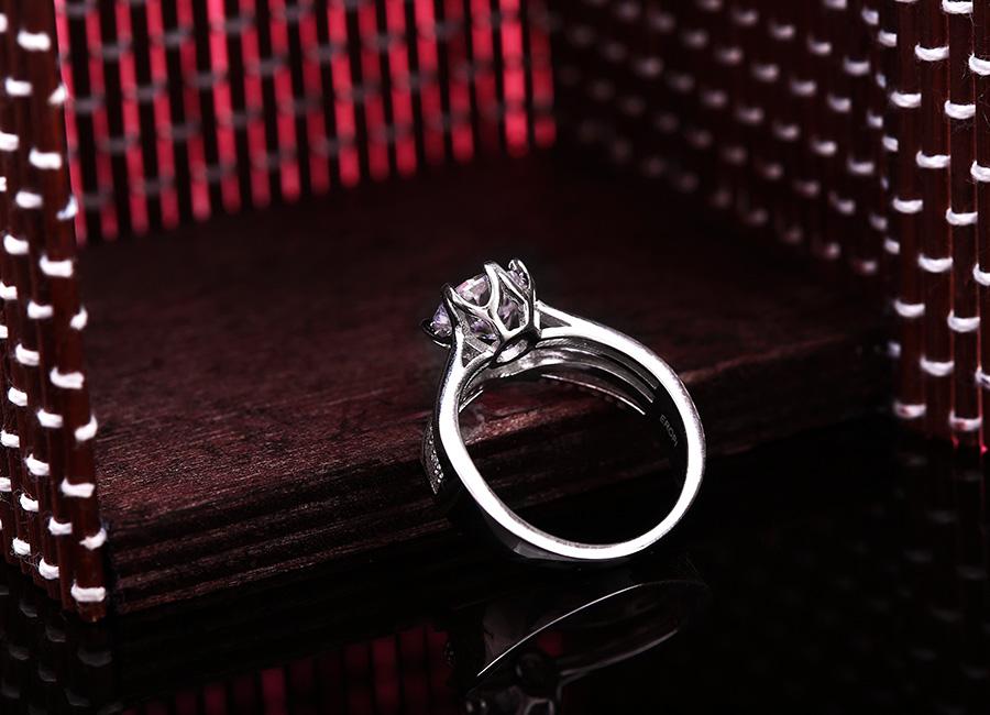 Nhẫn bạc là kiểu trang sức luôn được ưa chuộng.