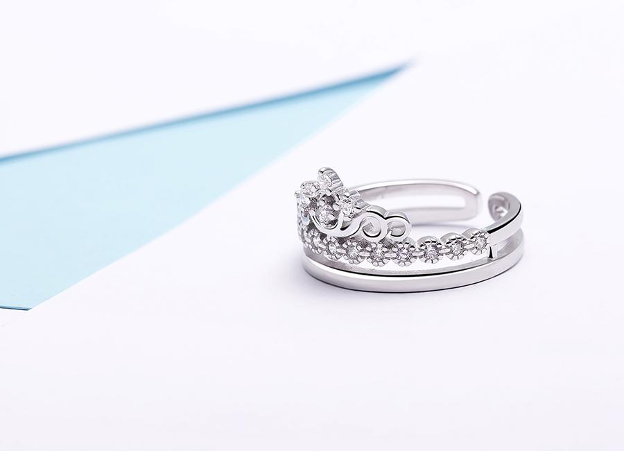 Hãy trở thành nữ hoàng của riêng mình khi sở hữu mẫu nhẫn độc đáo này.