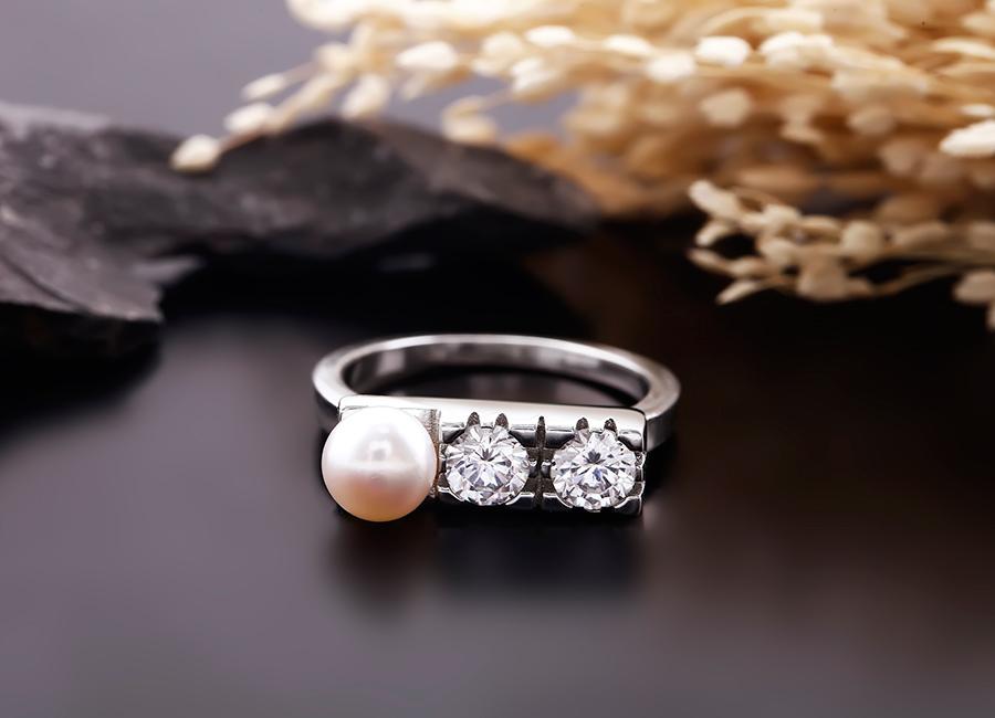 Mẫu nhẫn ngọc trai chiếm trọn trái tim của bạn.