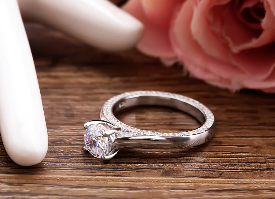 Chiếc nhẫn bạc mà mọi cô gái đều nên có.