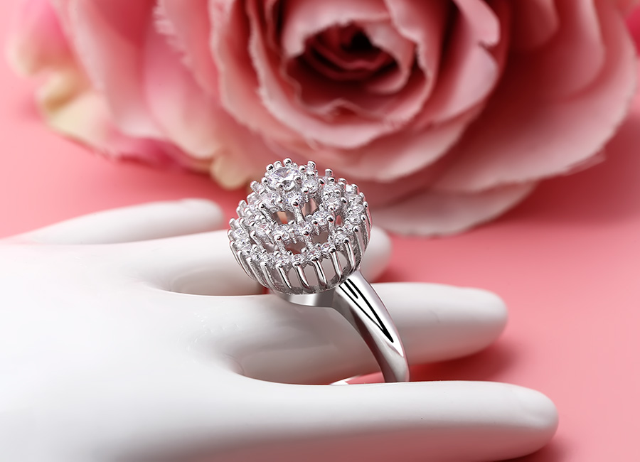 Chiếc nhẫn tinh tế trong mọi đường nét.