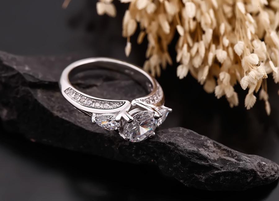 Mặt nhẫn luôn là nơi hội tụ những điểm tinh túy nhất.