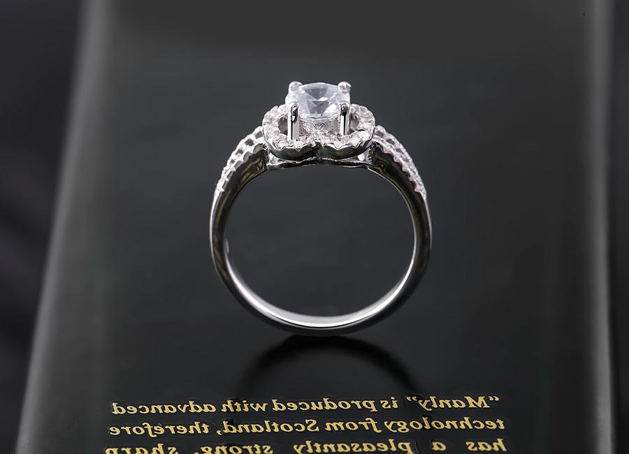 Từng đường nét tạo hình hoàn hảo, cá tính trên chiếc nhẫn.