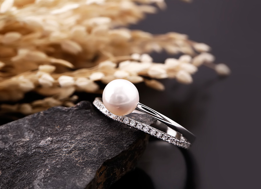 Nhẫn bạc ngọc trai Great tôn vinh vẻ đẹp tròn đầy, hạnh phúc viên mãn.