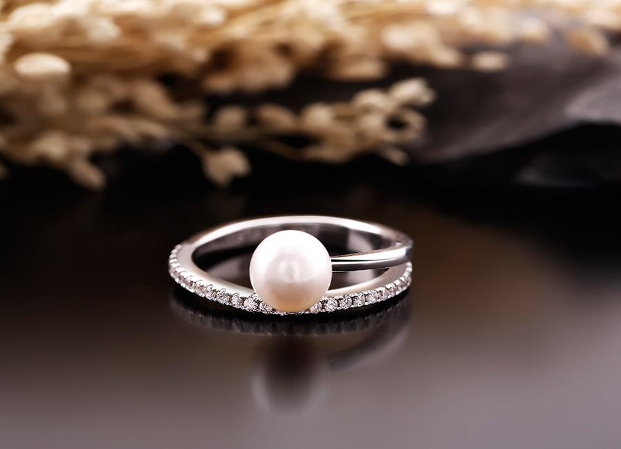 Vẻ đẹp của mẫu nhẫn ngọc trai.