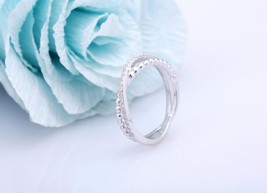 Nhẫn bạc Novel với thiết kế độc đáo, bắt mắt luôn là sự lựa chọn số 1 cho bạn gái năng động, trẻ trung.