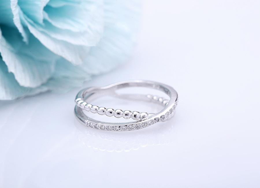Làm đôi tay đẹp, điệu hơn cùng chiếc nhẫn cá tính này.