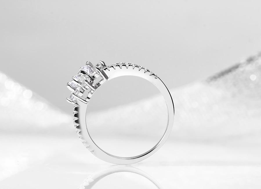 Mẫu trang sức bạc mang thương hiệu Eropi.