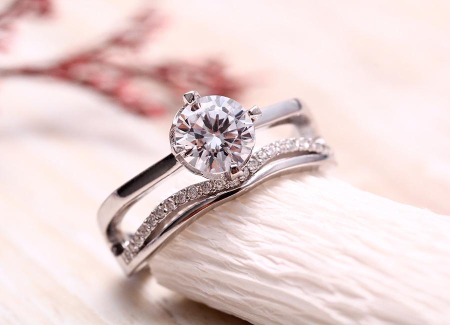 Vẻ đẹp hấp dẫn của chiếc nhẫn bạc.