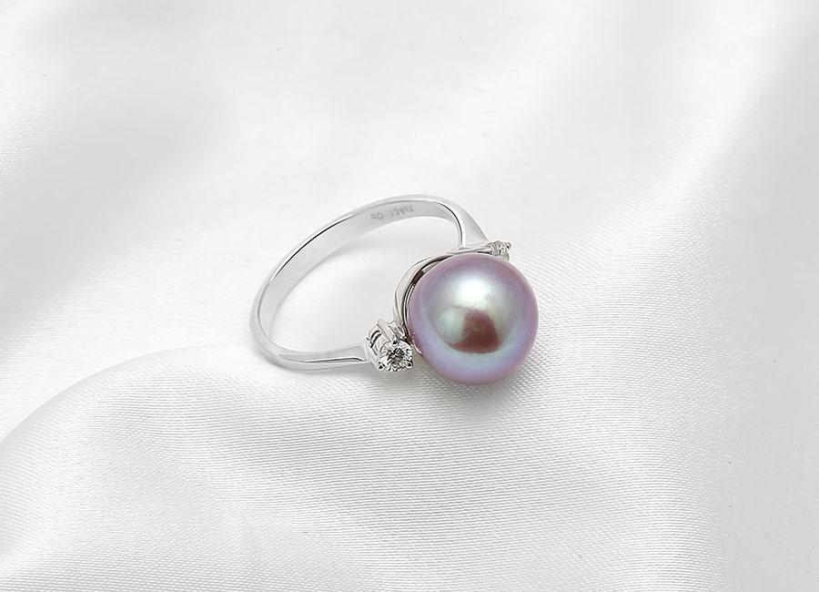 Nhẫn vàng 18k Faerie Pearl sẽ khiến cho chủ nhân của nó thêm nét quý phái, sang trọng cùng đẳng cấp.