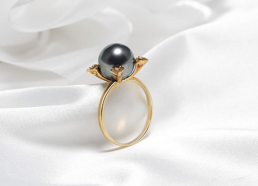 Nhẫn ngọc trai luôn là món trang sức được các chị em yêu thích.