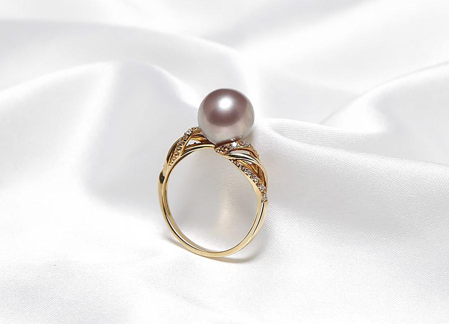 Vẻ đẹp của một chiếc nhẫn không chỉ nằm ở chất liệu mà còn ở nét thẩm mỹ cùng sự sáng tạo.