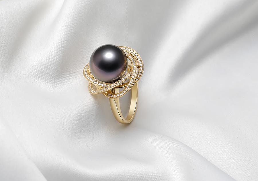 Nhẫn vàng 18k ngọc trai Tahiti thật Tonie 11-12mm luôn toát lên nét sang của riêng nó.
