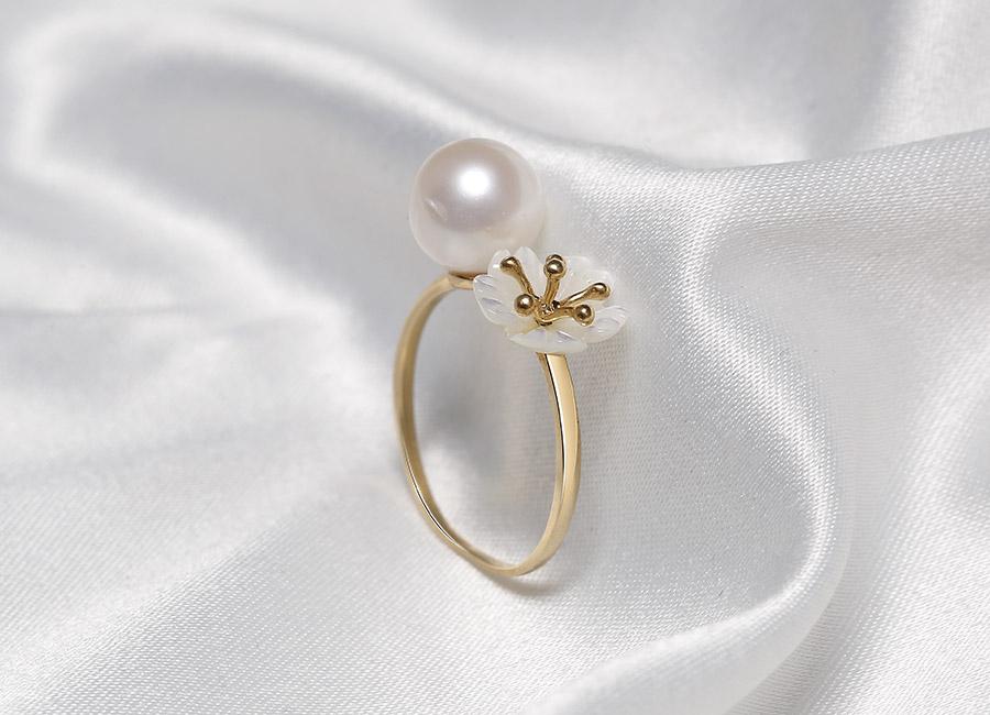 Thiết kế dáng nhẫn mang phong cách công chúa dịu dàng.