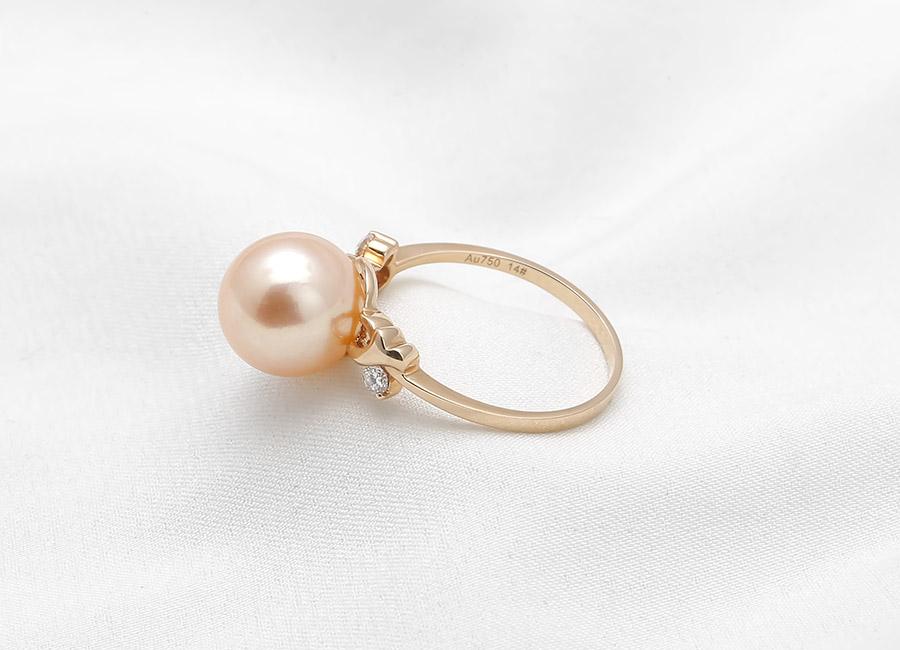 Vẻ đẹp đến từ chiếc nhẫn vàng 18k ngọc trai Orange Charming khiến cô nàng nào cũng muốn sở hữu.