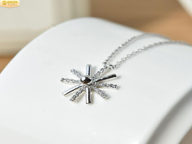 Trang sức bạch kim có vẻ đẹp tinh khiết và giá thành đắt đỏ.