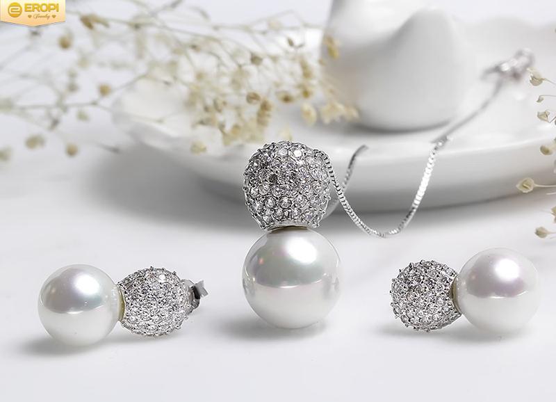 Một mẫu trang sức bạc xi mạ bạch kim cao cấp, đẹp không thua kém trang sức từ bạch kim nguyên chất.