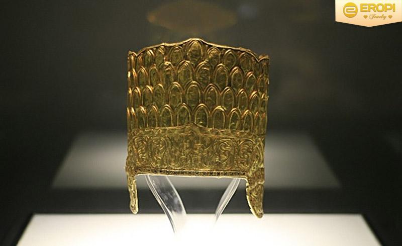 Mũ miện được làm bằng vàng có từ thế kỷ 17-18.