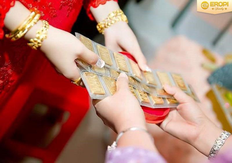 Trang sức vàng ta thường dùng làm của hồi môn trong ngày cưới.