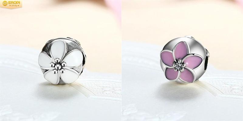 Clip lock có thiết kế bắt mắt không khác so với charm thông thường.